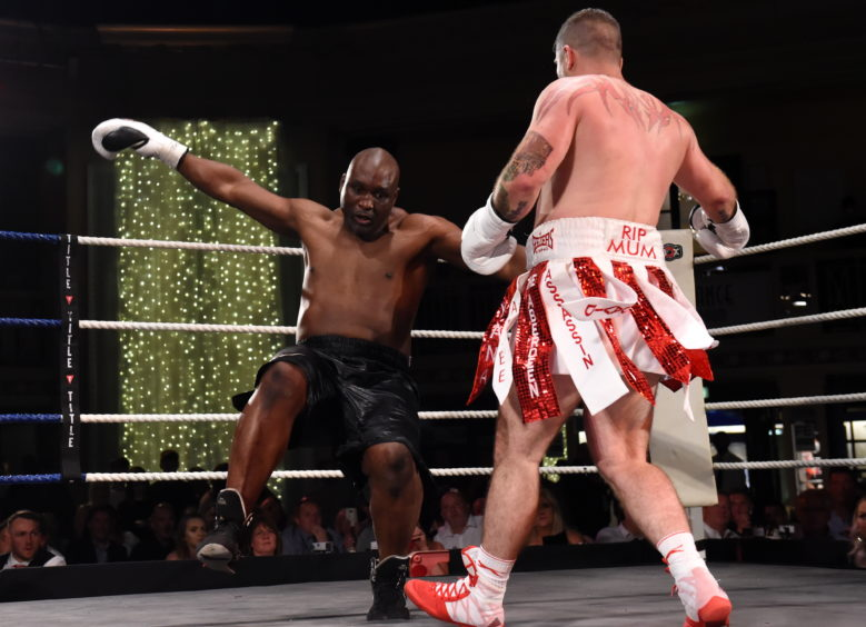 The first upset of last weekend occurred in an undercard bout on the big show at London's O2 Arena. David Allen, a journeyman with a 13-4-2 record, knocked out previously undefeated