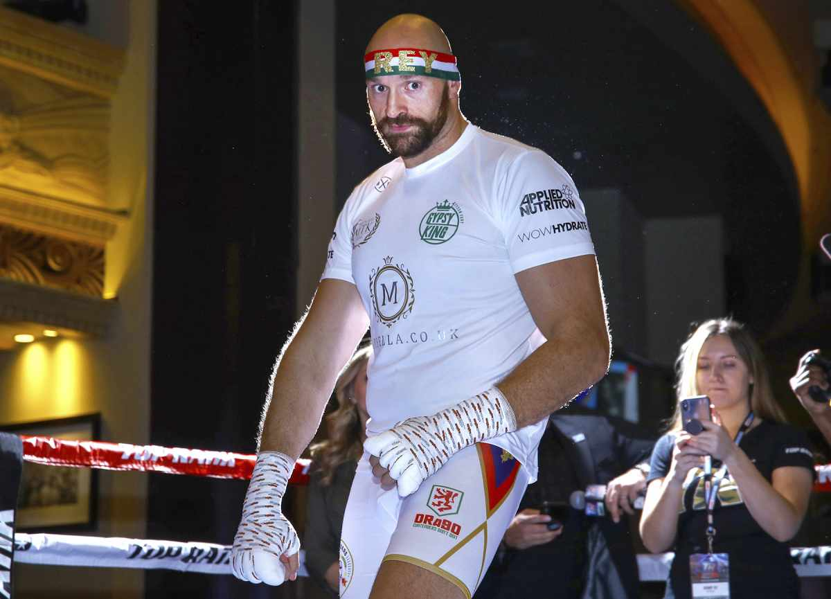 Fury-vs-Wilder-Echoed-Holmes-Shavers-Now-the-Gypsy-King-Has-an-Easier-Assignment