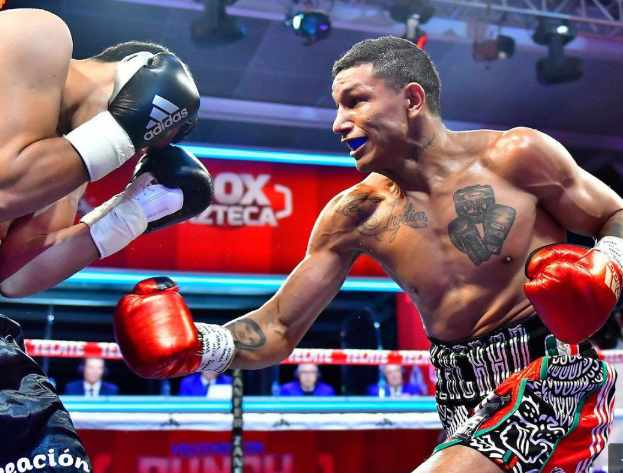 Berchelt-TKOs-Valenzuela-in-Mexico-City