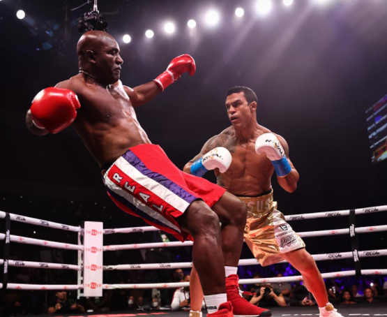 Belfort-Stope-Holyfield-in-the-Opening-Round-of-a-Sad Spectacle